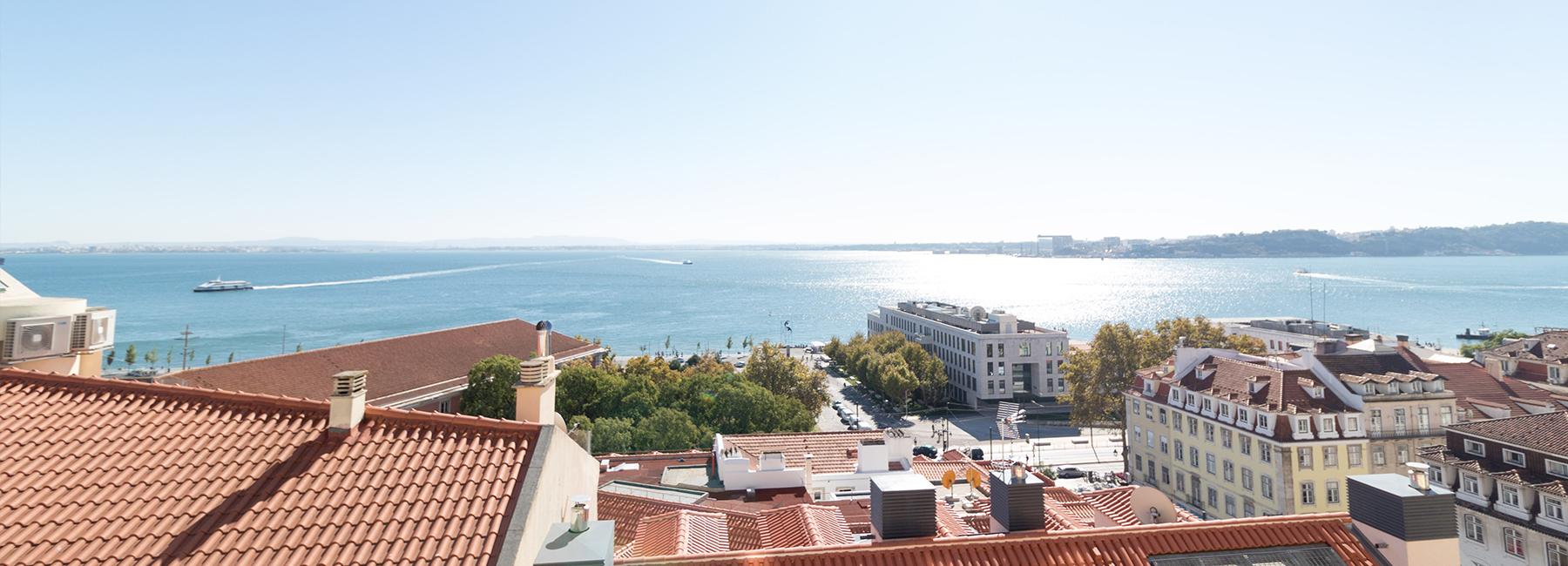 <a href='http://www.castelhana.pt/imovel/apartamento-t4-no-chiado-lisboa/?rid=7184757' target='_blank'>Chiado - 4-Bedroom apartment</a>