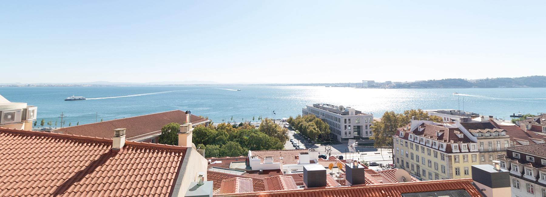 <a href='http://www.castelhana.pt/imovel/apartamento-t4-no-chiado-lisboa/?rid=7184757' target='_blank'>Chiado - Apartamento T4</a>
