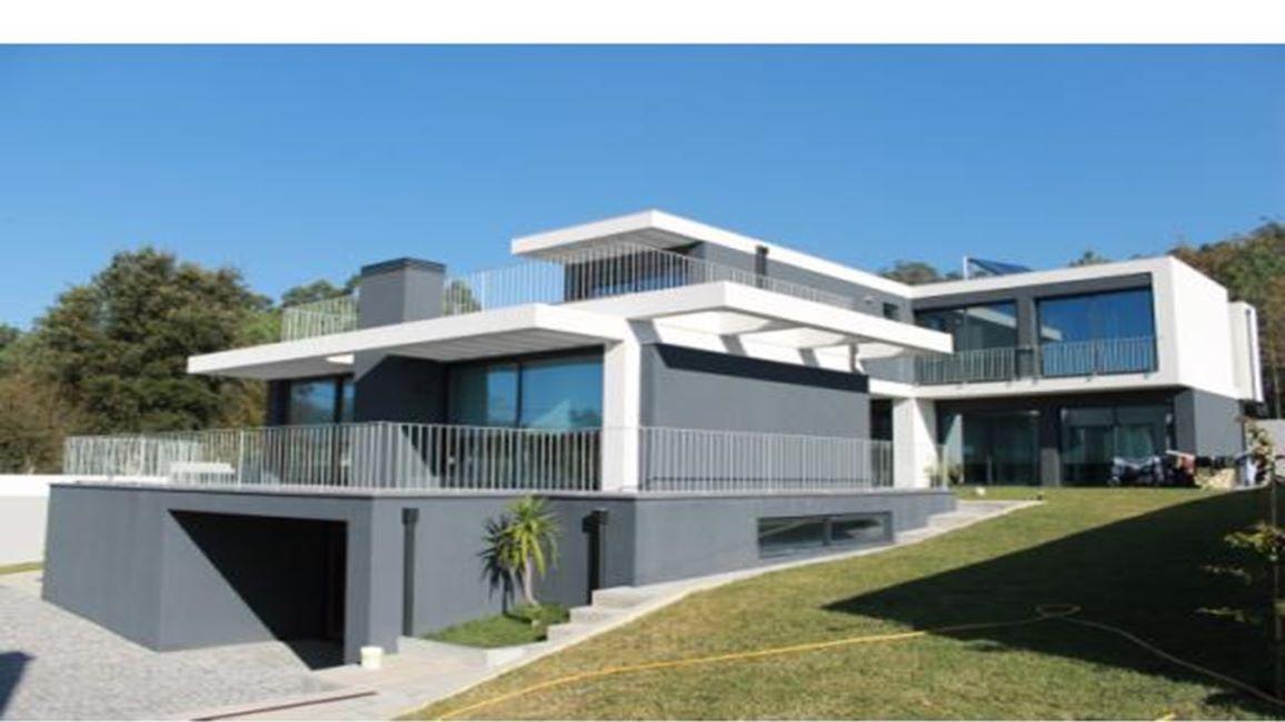 Moradia T4 de Arquitetura Moderna